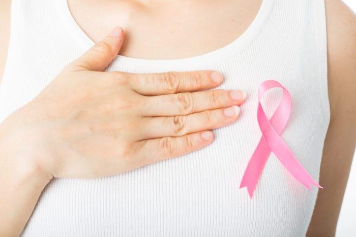 ciri-ciri kanker payudara ciri awal kanker payudara, ciri-ciri benjolan kanker payudara, penyebab kanker payudara, ciri kanker payudara stadium awal