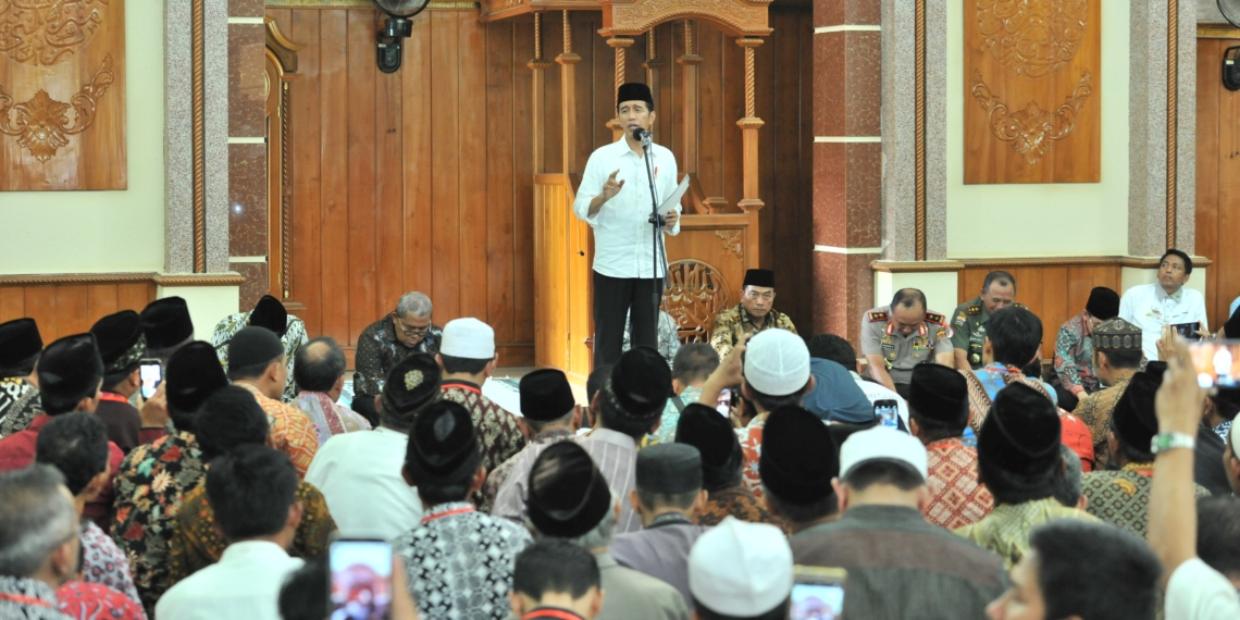Ajak Masyarakat Tidak Kemakan Isu Medsos, Presiden Jokowi Mengaku Pernah Diinterogasi 4 Jam Soal PKI