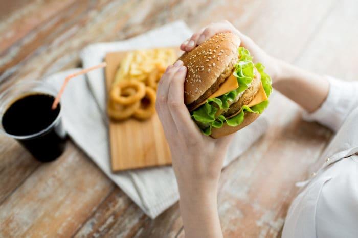 terlalu banyak makan lemak atau karbohidrat