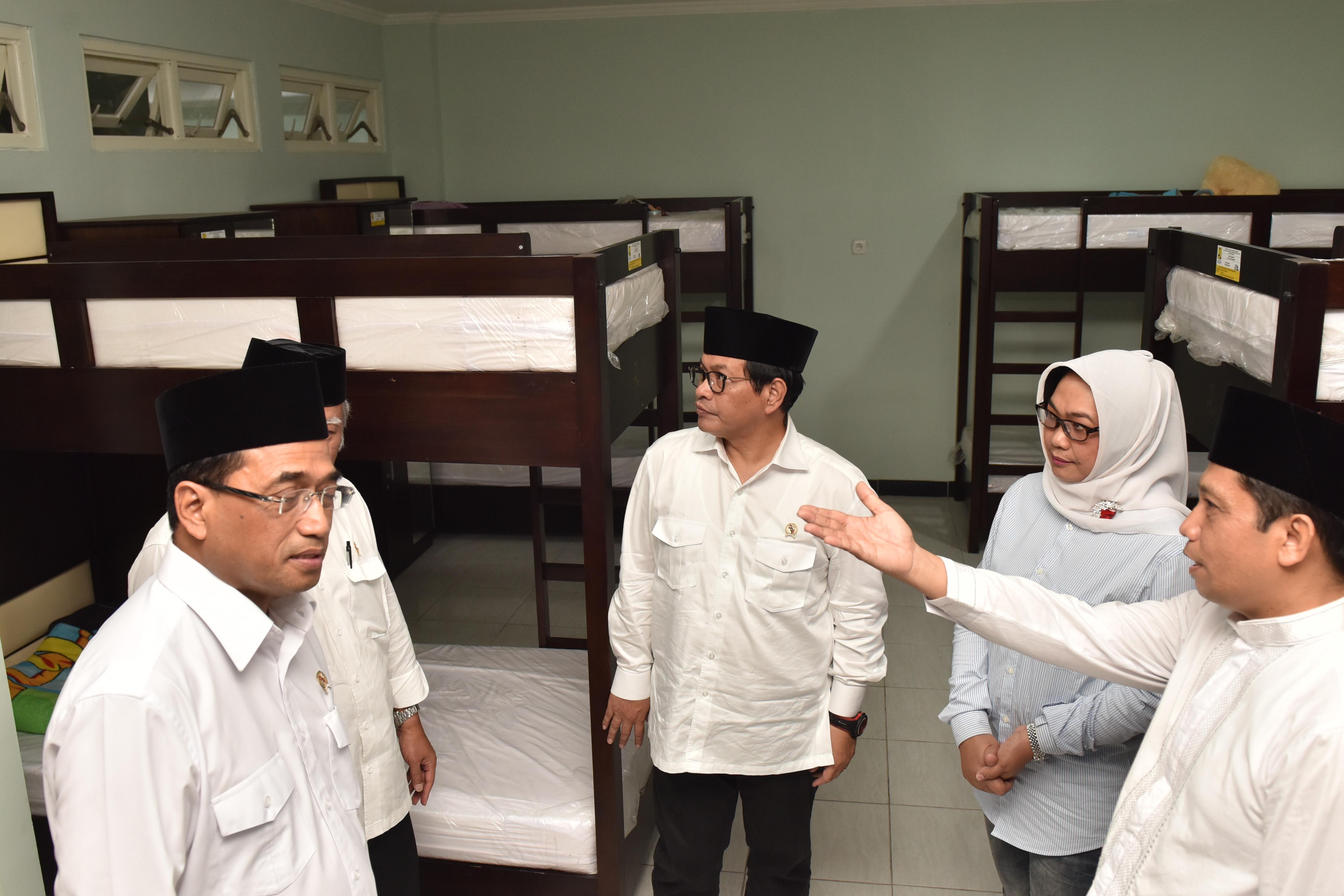 Bersama Menteri PUPR, Seskab Resmikan Rusunawa Ponpes Al Falah, Madiun