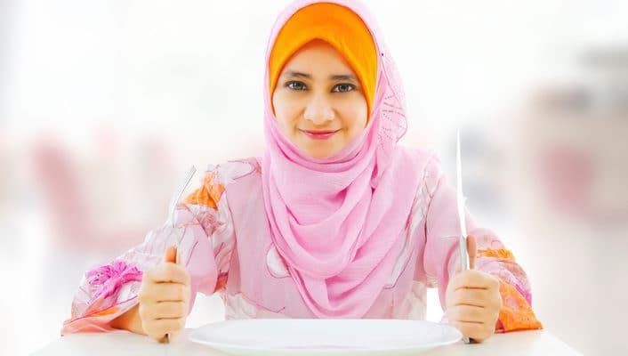 Selama Puasa, Makan Malam Sebaiknya Paling Lambat Jam Berapa?