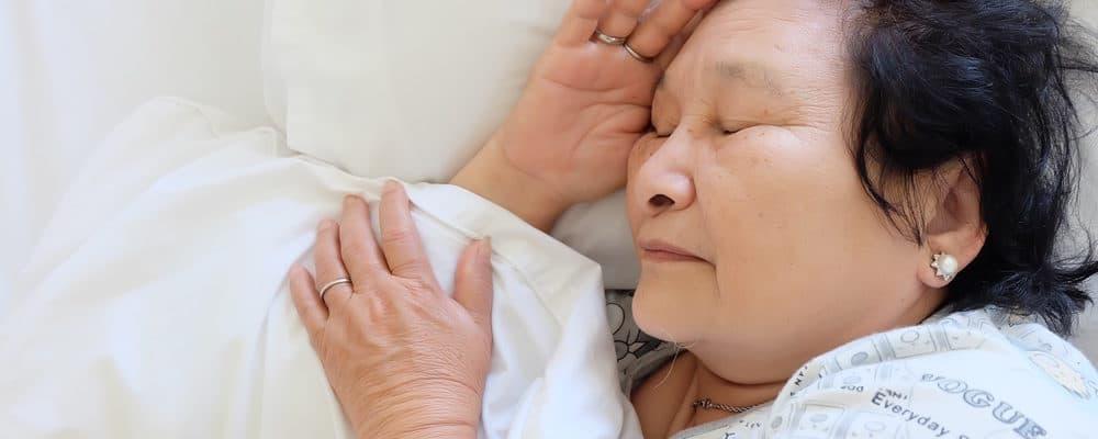 Ketika Lansia Susah Tidur Nyenyak, Bantu Dengan 5 Cara Ini
