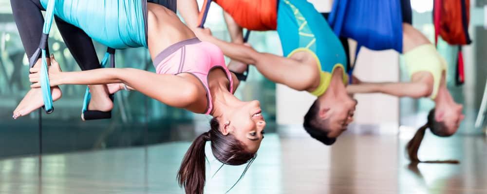 7 Manfaat Yoga Aerial Bagi Kesehatan yang Sayang Jika Dilewatkan