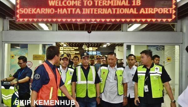 Paling Tinggi Rp1,3 Juta, Menhub Sebut Tarif Pesawat Jakarta-Surabaya Rp4 Juta 'Hoax'