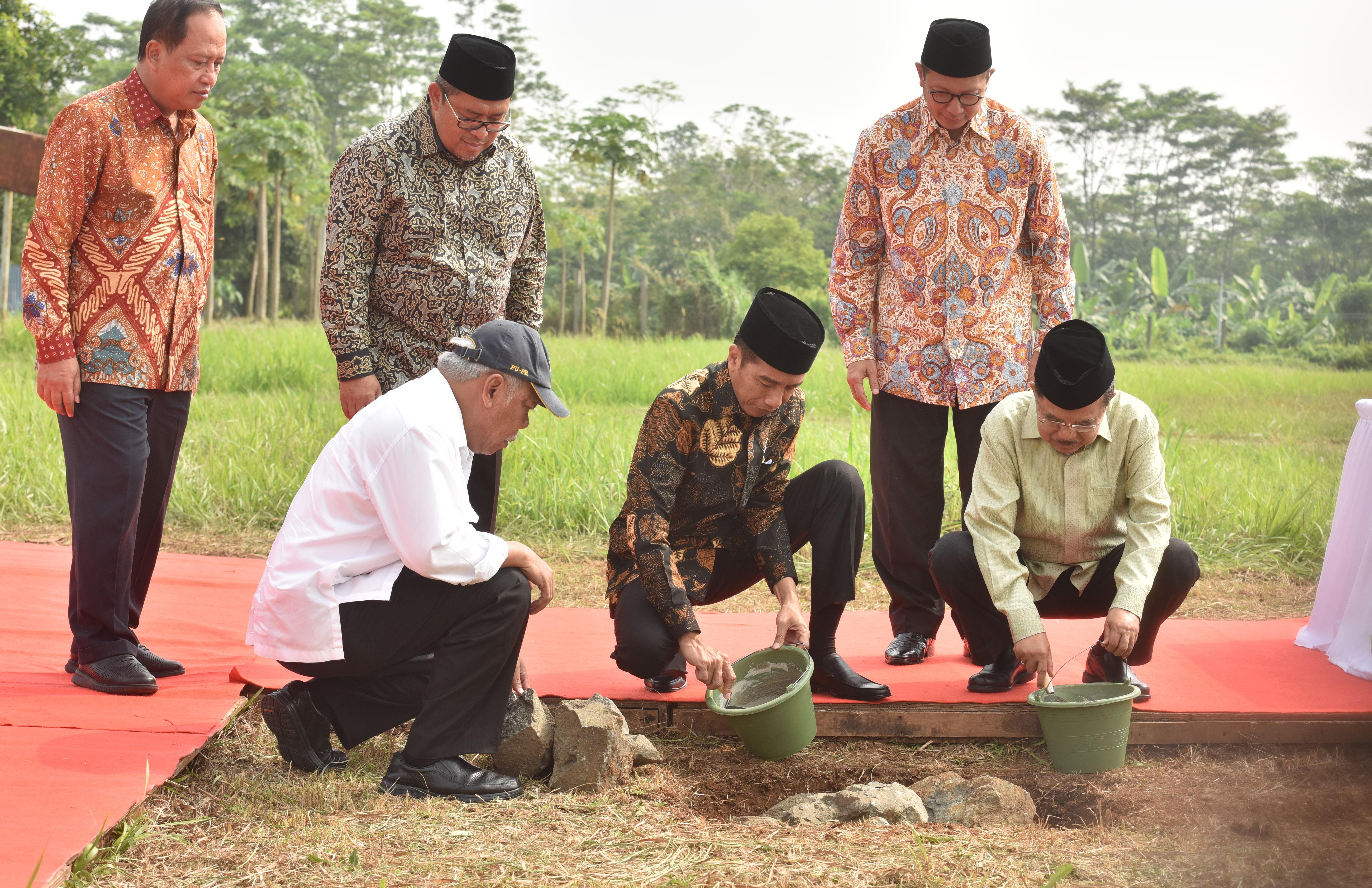 Presiden Jokowi Letakkan Batu Pertama Pembangunan Kampus Universitas Islam Internasional Indonesia