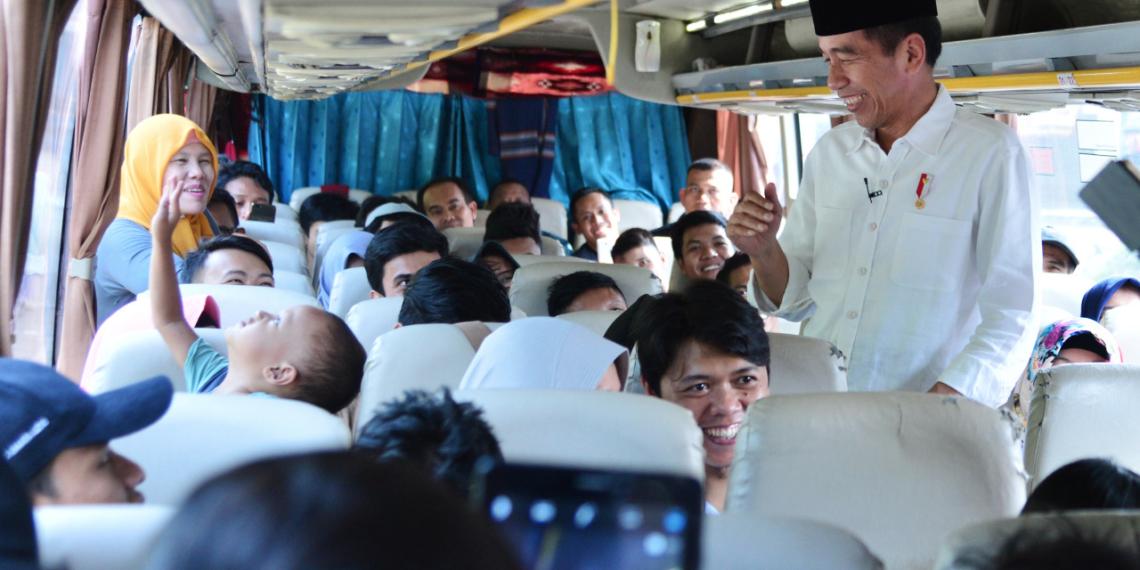 Presiden Jokowi Sapa Pemudik di Terminal Baranangsiang, Bogor