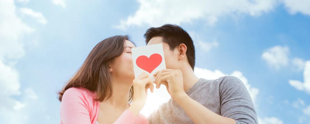 Bisakah Penyakit Hepatitis Menular Lewat Ciuman Bibir?