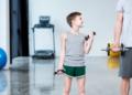 Apakah Anak Kecil Perlu Dampingan Personal Trainer Saat Olahraga?