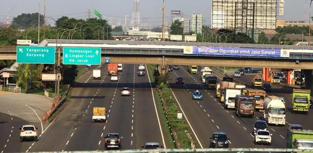 8-9 Juni Truk Dilarang Masuk Tol Jakarta-Merak
