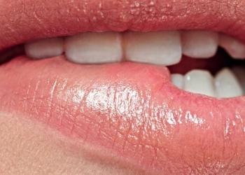 8 Hal yang Tanpa Disadari Membuat Bibir Anda Kedutan Tiba-tiba
