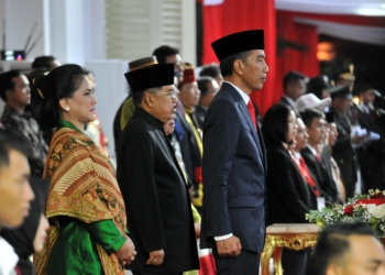 Usai Serahkan Obor Api Asian Games 2018, Presiden Jokowi Jadi Irup Penurunan Bendera
