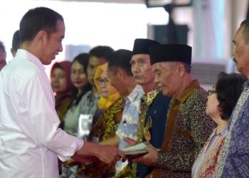 Serahkan 10.000 Sertipikat, Presiden Jokowi: Hati-Hati, Banyak Sengketa Tanah