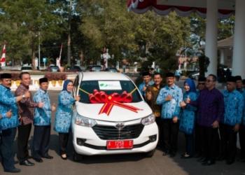 BPJS Ketenagakerjaan Hadiahi Bupati Serang Mobil Avanza