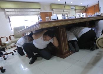 Gempa di Puspem, Pegawai Panik
