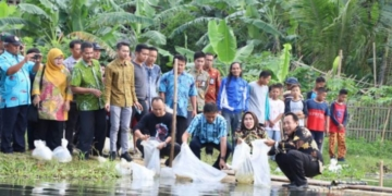 Bupati Serang Tebar Benih Ikan