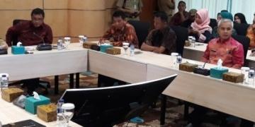 Wakil Walikota Larang Ritel di Tangsel Pakai Kantong Plastik