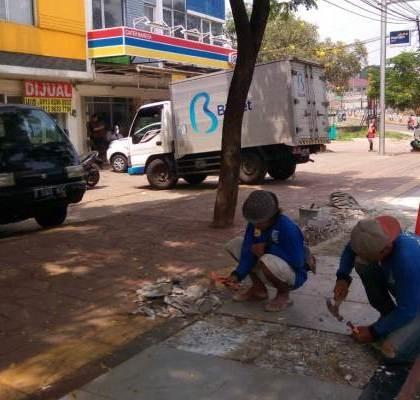 DPU Tangsel Imbau Pemilik Kendaraan Bermotor Tidak Parkir di Pedestrian
