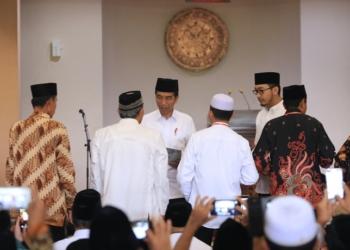 Jokowi Bagikan 351 Sertifikat Wakaf Masjid Bani Umar