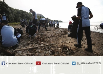 PT KS Bersihkan Pantai Kawasan Industri Peringati Hari Peduli Sampah Nasional