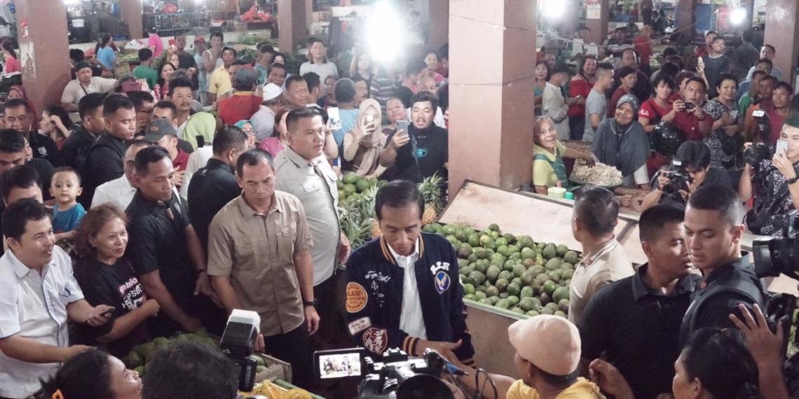 Kunjungi Pasar Petisah, Presiden Jokowi Disambut Antusias Warga Kota Medan