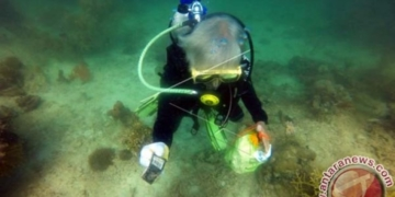Prajurit Lantamal VI Selami Dasar Laut Samalona