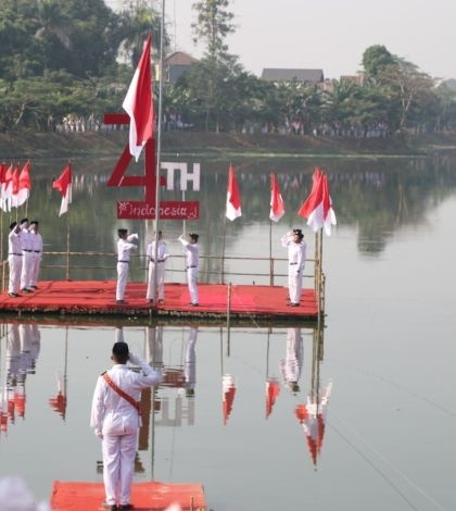 Upacara Bendera Kolosal Pertama se-Banten di Situ Parigi Tangsel