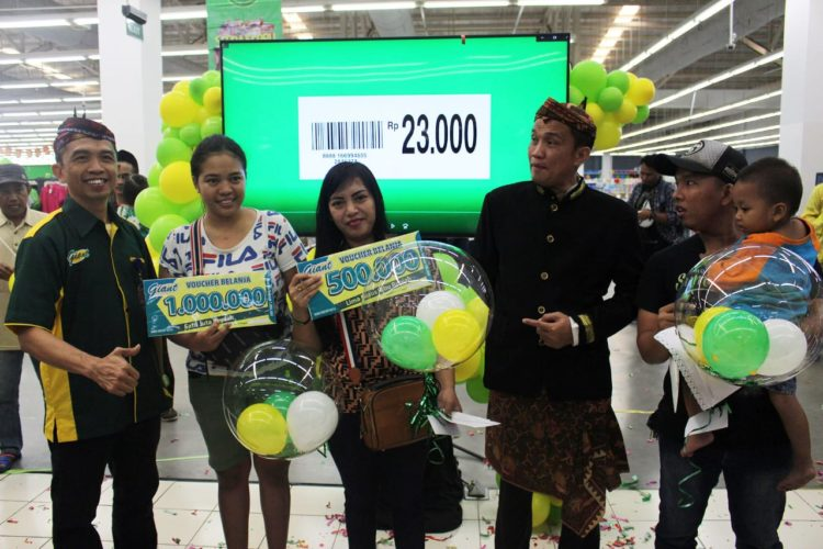 Peluncuran program harga teman di Giant Rajawali Surabaya.