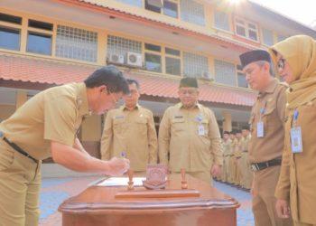 Pelantikan kepala UPT SDN dan SMPN Kota Tangerang. (RAY)
