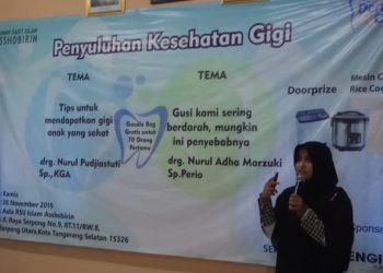 drg. Nurul Adha Marzuki Sp. Perio memberi pemaparan pada kegiatan penyuluhan kesehatan gigi. (RAY