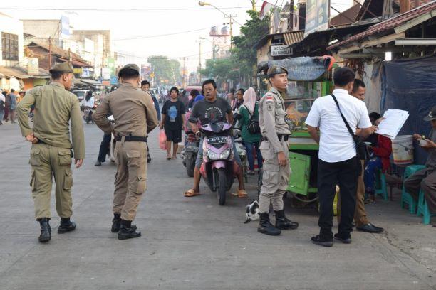 Penertiban PKL Pasar Serpong. (PHD)