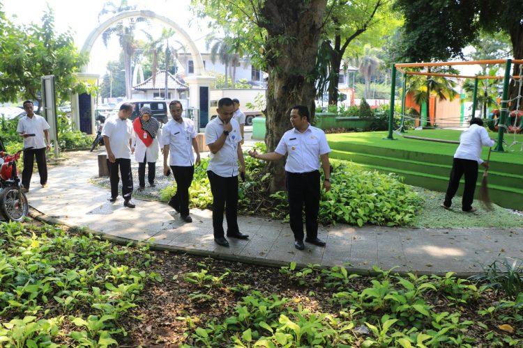 Walikota Tangerang Arief R Wasmansyah sidak taman kota. (ist)