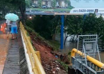 Longsorn di Jembatan Cihuni. (PHD)