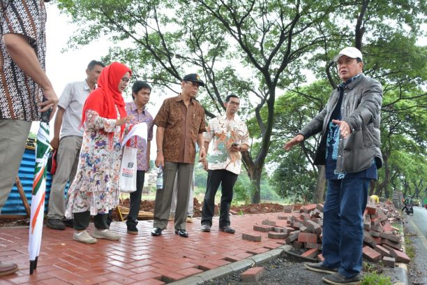 Sekda Kabupaten Tangerang Rudi Maesyal Rasyid saat meninjau DAS Cisadane. (Ist)