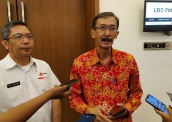Ketua PMI Tangsel (kanan). (PHD)