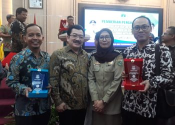 Head of Sustainability PT IKPP Tangerang Kholisul Fatikhin. (kiri)