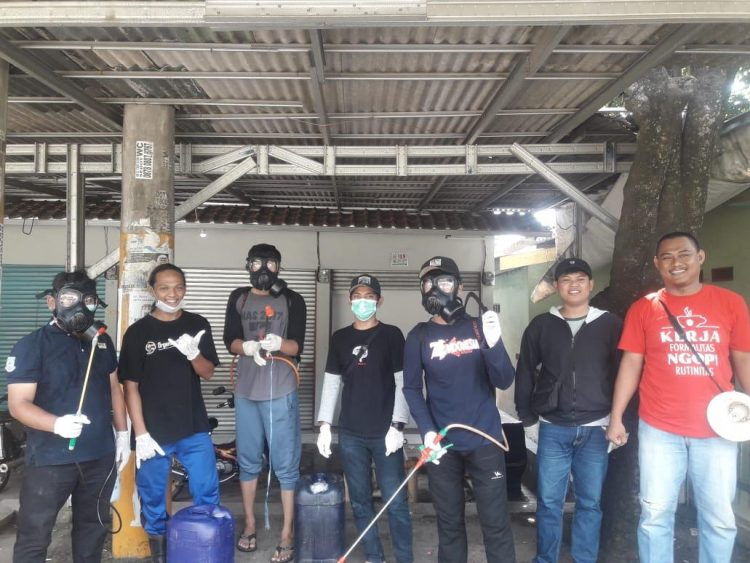 Penyemprotan disinfektan di Kelurahan Muncul, Setu,Kota Tangsel. (IST)