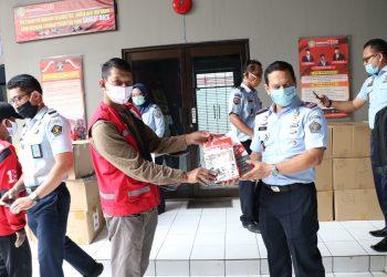 Bantuan pencegahan covid-19 untuk warga binaan di Rutan Jambe. (IST)