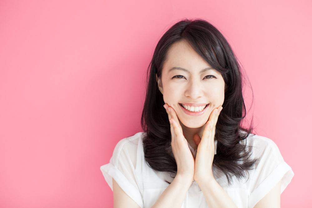 bahagia senang senyum wanita sehat