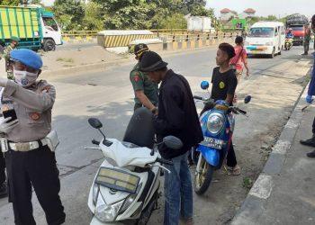 Check Point PSBB di Jayanti, Kabupaten Tangerang. (VYH)