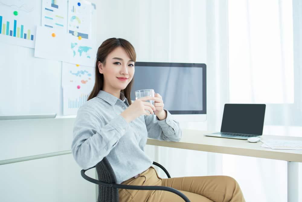 Cara Cepat Mengatasi Sakit Kepala Saat Kerja Lembur | Wartatangerang.com