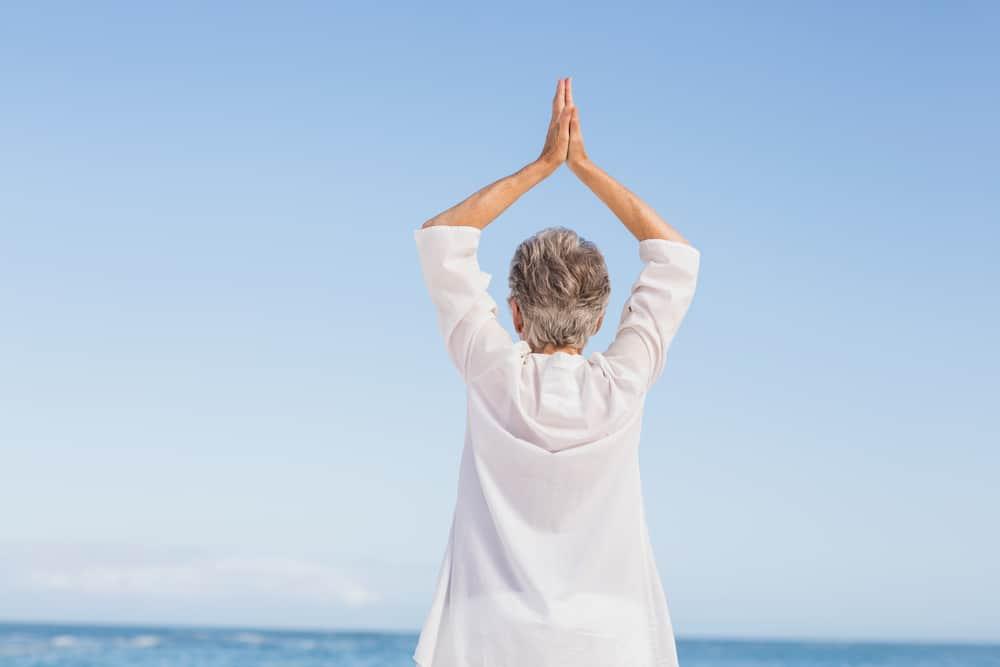 yoga untuk lansia