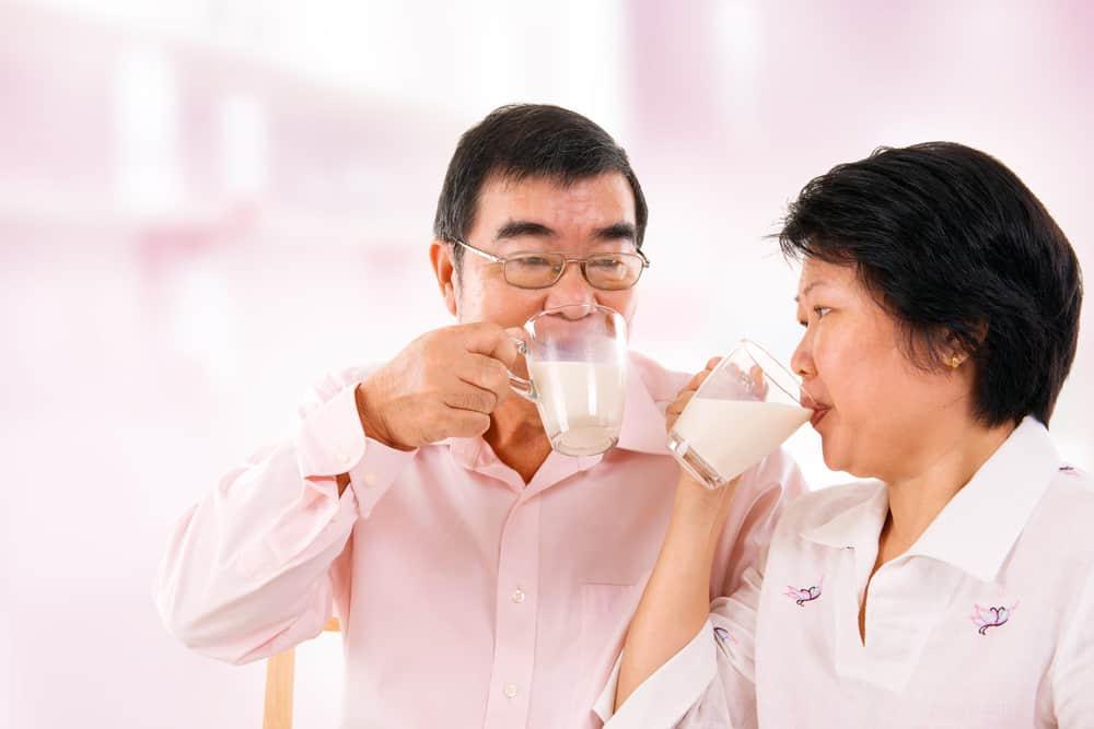 lansia susah makan / lansia minum susu