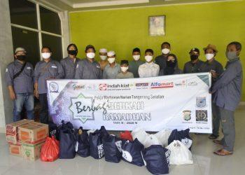 Santunan Pokja Wartawan Harian Kota Tangsel. (RAY)