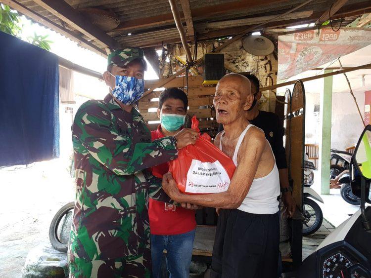 Distribusi paket sembako dari Sinar Mas land. (PHD)