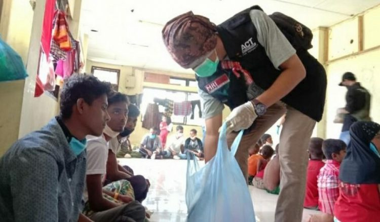 Bantuan bahan pangan untuk penyintas Rohingya. (IST)