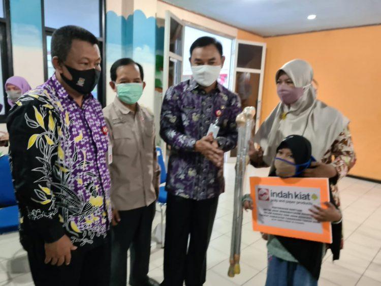 Bantuan PT IKPP Tangerang untuk anak berkebutuhan khusus. (RAY)