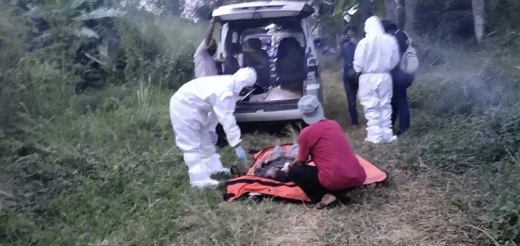 Evakuasi mayat di pinggir Sungai Cisadane. (SNG)
