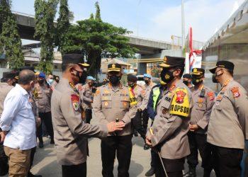 Irwasum Polri Komjen Pol. Agung Budi Maryoto saat cek layanan keamanan di Pos Pam Pelabuhan Merak, Banten. (RLS)