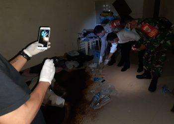 Polisi olah TKP di lokasi peemuan mayat di Pondok Aren, Kota Tangsel. (PHD)