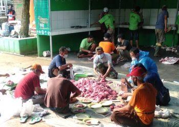 Pembagian hewan kurban di Masjid Ar Rahmah, Kali SUren, Tajur Halang, Bogor. (IST)